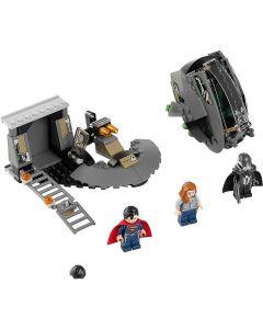 76009 Superman: Black Zero ontsnapping