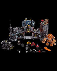 76122 Batcave invasie Clayface