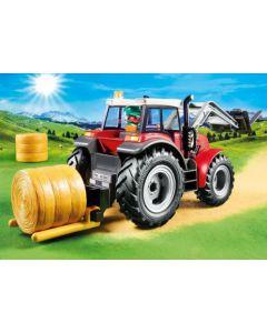 6867 Grote tractor met werktuigen